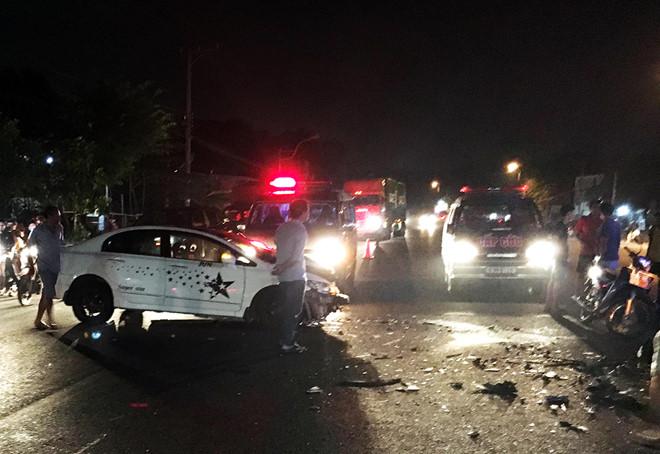 Tin tai nạn giao thông mới nhất ngày 10/12/2018: Xe khách tông nhau, nhiều người la hét kêu cứu - Ảnh 2