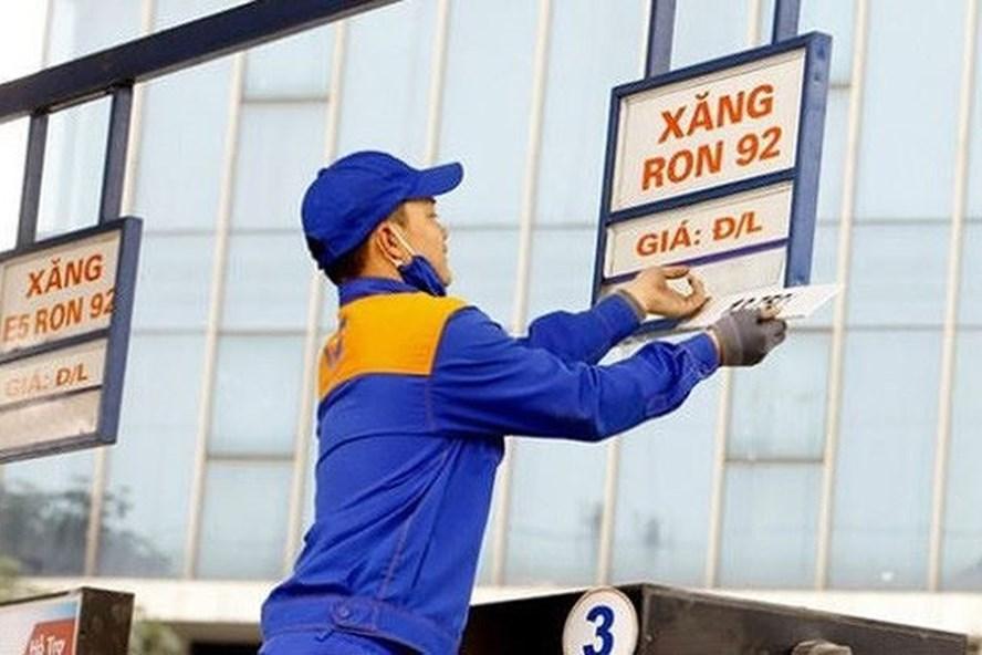 Giá xăng chiều nay 21/12 có thể giảm tới 600 đồng/lít - Ảnh 1