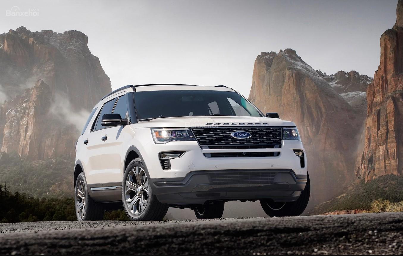 """Bảng giá xe ô tô Ford mới nhất tháng 12/2018: Siêu bán tải Raptor """"chào sân"""" giá gần 1,2 tỷ đồng - Ảnh 1"""