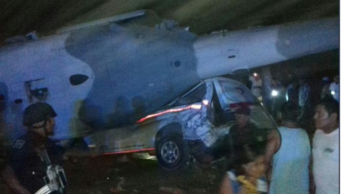 Trực thăng rơi, Bộ trưởng Nội vụ Mexico thoát chết - Ảnh 1
