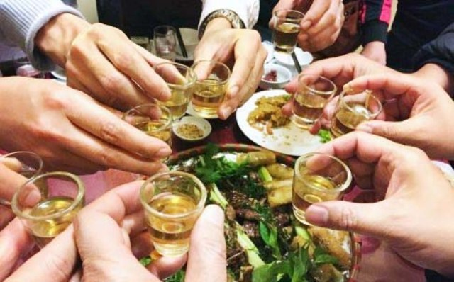 Gần 400 trường hợp nhập viện do ngộ độc rượu trong 3 ngày nghỉ Tết - Ảnh 1