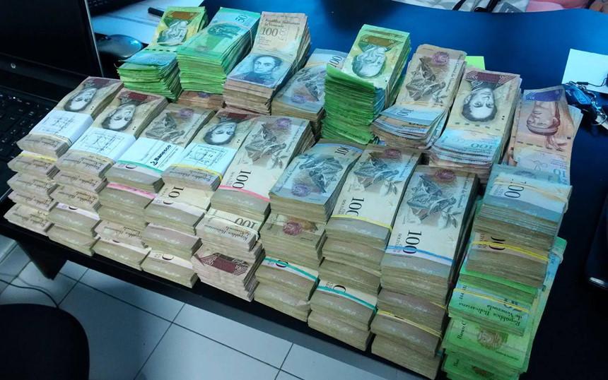 Dân Venezuela cân tiền thay vì đếm để tiết kiệm thời gian - Ảnh 1