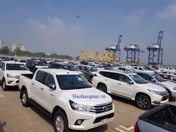 Hơn 40 xe sang từ Thụy Điển bắt đầu cập cảng TP.HCM - Ảnh 1