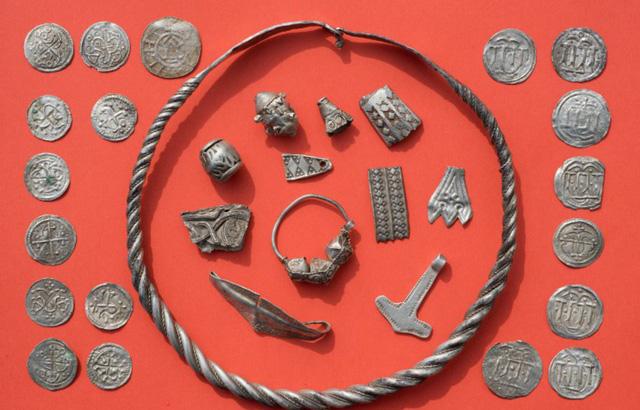 Cậu bé phát hiện kho báu vô giá nghìn năm của vua Bluetooth - Ảnh 1
