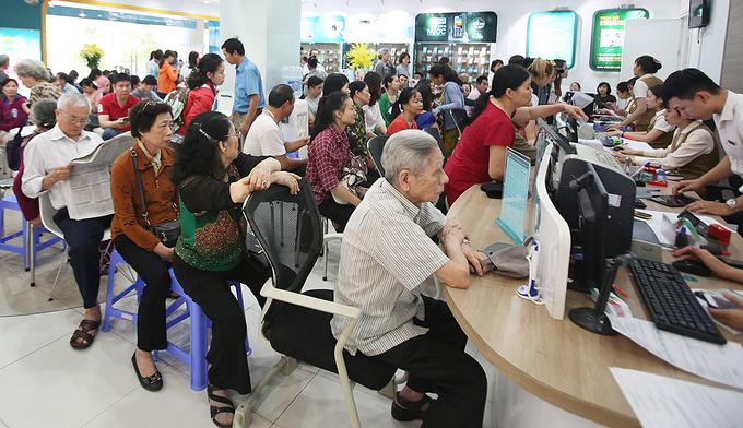 Hà Nội: Người dân đổ xô đi bổ sung thông tin cá nhân cho thuê bao - Ảnh 6