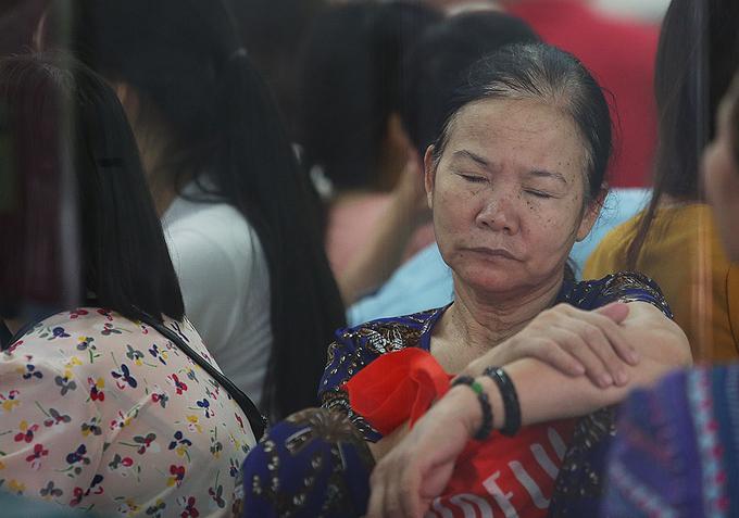 Hà Nội: Người dân đổ xô đi bổ sung thông tin cá nhân cho thuê bao - Ảnh 7