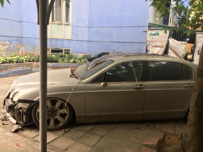 """Siêu xe Bentley """"vứt xó"""" ở Hà Nội khiến nhiều người tò mò - Ảnh 2"""