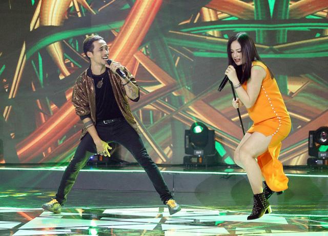 Bà bầu Lan Phương khiến khán giả thót tim vì nhảy rock cực sung trên sân khấu - Ảnh 1