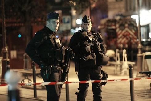 Pháp xác định danh tính hung thủ vụ tấn công bằng dao tại Paris - Ảnh 1