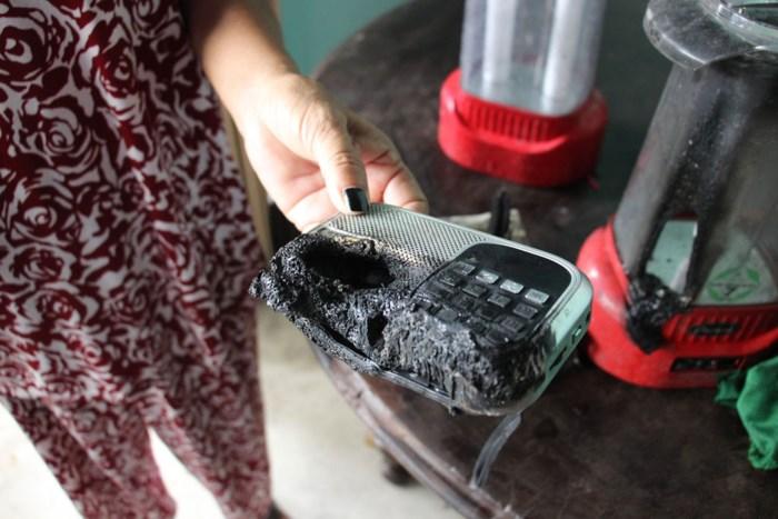 Long An: Nhiều đồ vật trong nhà đột nhiên bốc cháy giữa trưa - Ảnh 1