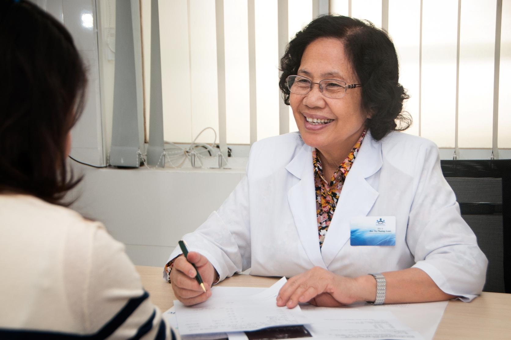 """Giáo sư, bác sĩ Nguyễn Thị Ngọc Phượng, """"bà tiên"""" của hàng ngàn gia đình Việt - Ảnh 2"""