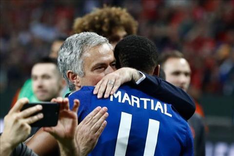 HLV Mourinho sẵn sàng để Martial rời MU với điều kiện bất ngờ - Ảnh 1