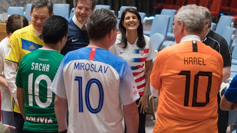 World Cup 2018: Các đại sứ LHQ bất ngờ mặc áo đội tuyển đi họp chương trình nghị sự - Ảnh 3