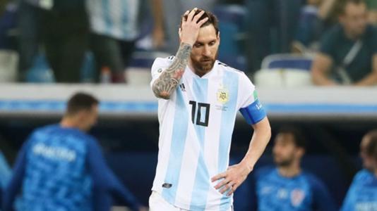 """Messi """"đảo chính"""",  đòi """"trảm"""" huấn luyện viên trưởng Argentina - Ảnh 1"""