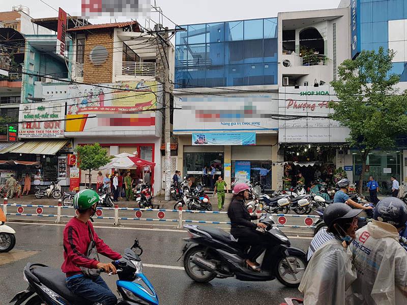 Thông tin bất ngờ vụ tên cướp ngân hàng ngồi đếm tiền tại chỗ ở Sài Gòn  - Ảnh 1