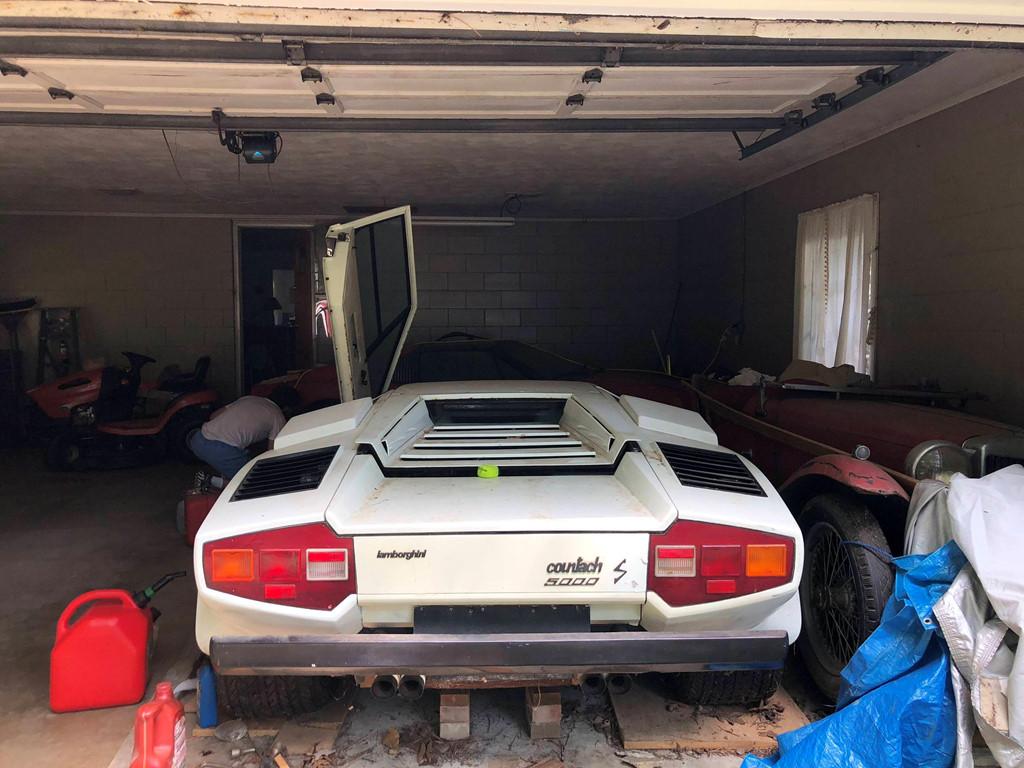 Cháu nội vô tình phát hiện siêu xe Lamborghini nửa triệu đô của ông bị bỏ xó suốt 20 năm - Ảnh 1