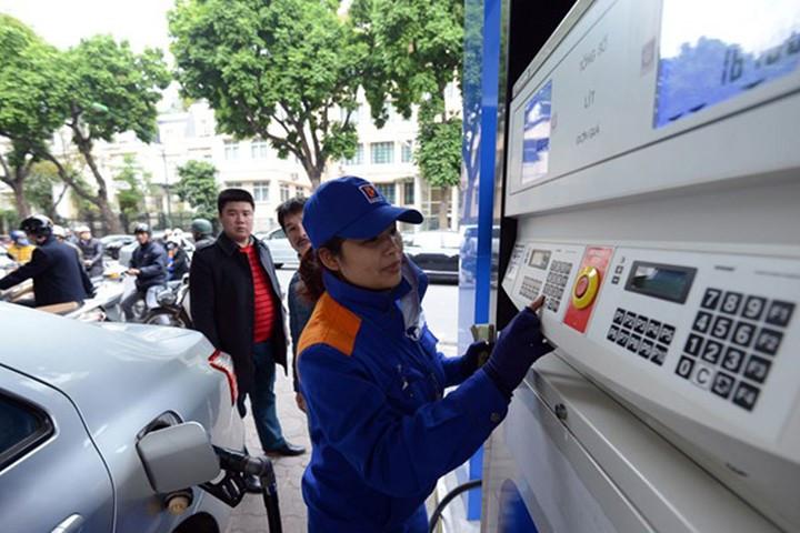 Hôm nay (7/8), giá xăng dự kiến có thể tăng 100-300 đồng/lít - Ảnh 1