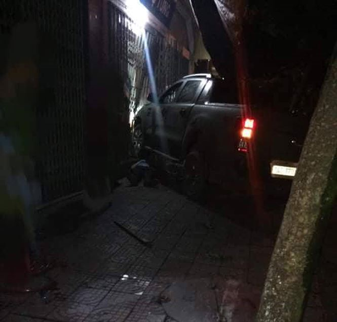 Xác định danh tính lái ô tô bỏ trốn sau khi lái xe chèn chết đối phương xô xát - Ảnh 1