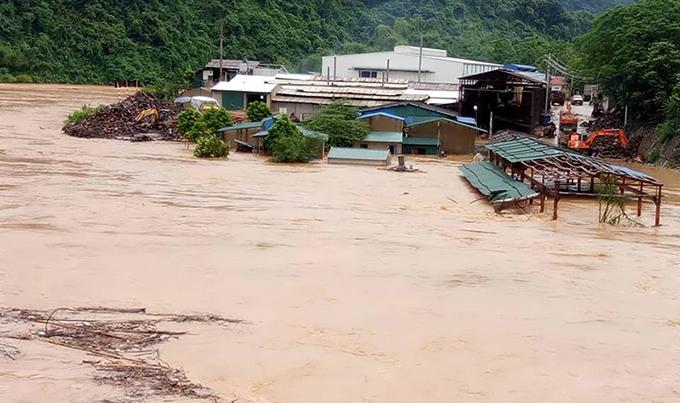 Lũ lụt ở Thanh Hóa: 3 người mất tích, sơ tán khẩn cấp 9.000 hộ dân  - Ảnh 1