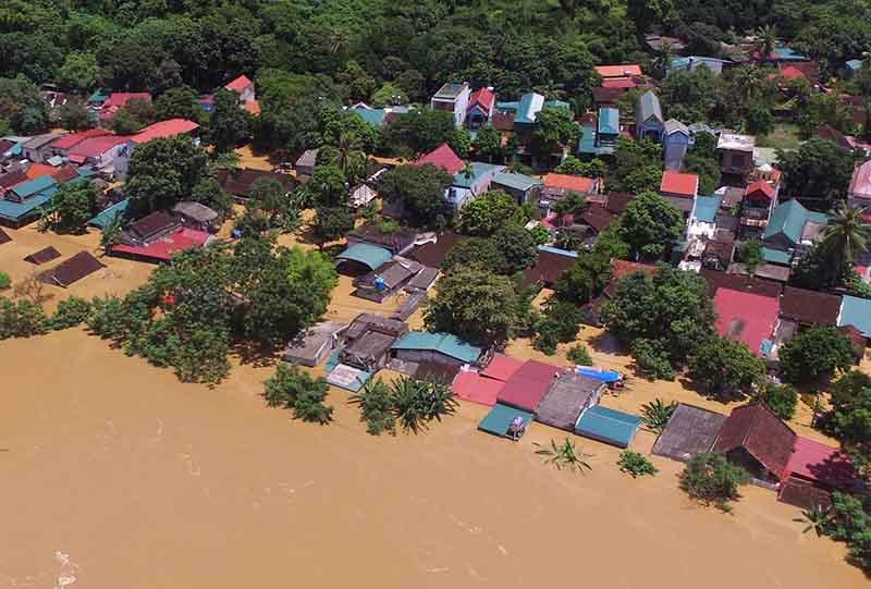 Lũ lụt ở Thanh Hóa: 3 người mất tích, sơ tán khẩn cấp 9.000 hộ dân  - Ảnh 2