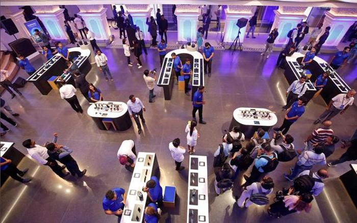 Samsung chính thức mở cửa hàng di động lớn nhất thế giới  - Ảnh 1