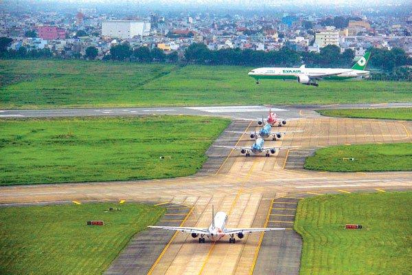 Nguy cơ đóng cửa đường băng tại sân bay Tân Sơn Nhất và Nội Bài  - Ảnh 1