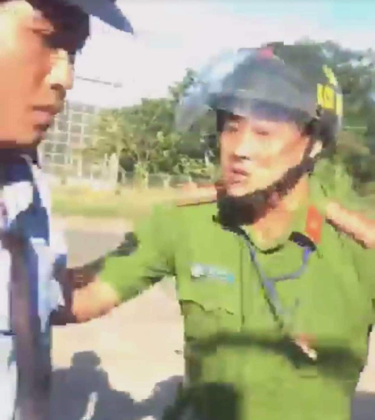 Tạm đình chỉ công tác thiếu tá công an chửi bới tài xế ở Bình Phước - Ảnh 1