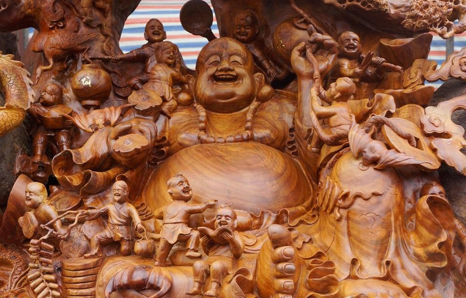 Pho tượng Phật Di Lặc từ gỗ xá xị khổng lồ tại Thanh Hóa được chào giá 1,2 tỷ đồng - Ảnh 3