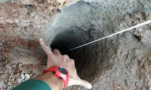 Hàng trăm người đau buồn tiễn đưa bé trai Tây Ban Nha tử vong vì ngã xuống hố sâu 100m - Ảnh 2