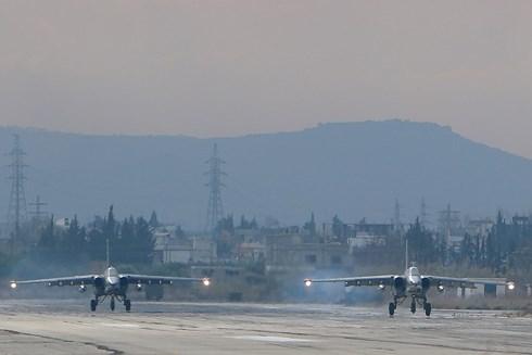 Chiến sự Syria: Quân đội Nga bắn rụng 3 máy bay âm mưu tấn công căn cứ giữa ban ngày - Ảnh 1