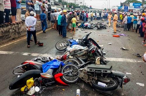 TS. Nguyễn Xuân Thủy: Hạn chế xe máy theo lộ trình tích cực thì nên làm - Ảnh 1