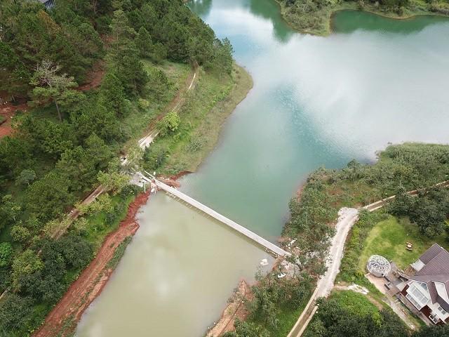 Tháo dỡ và di dời hàng loạt công trình xây dựng trái phép tại hồ Tuyền Lâm  - Ảnh 1