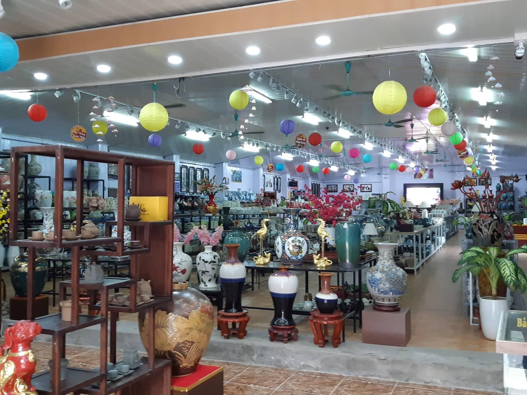 Bát Tràng chính thức trở thành điểm du lịch của Thủ đô, du khách có thể tới tham quan vào ban đêm - Ảnh 2