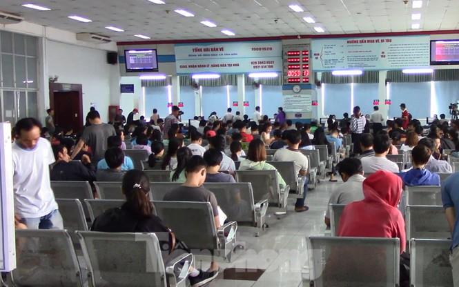 Mở bán vé tàu Tết Canh Tý, gần 50.000 vé được đặt chỉ trong buổi sáng - Ảnh 1