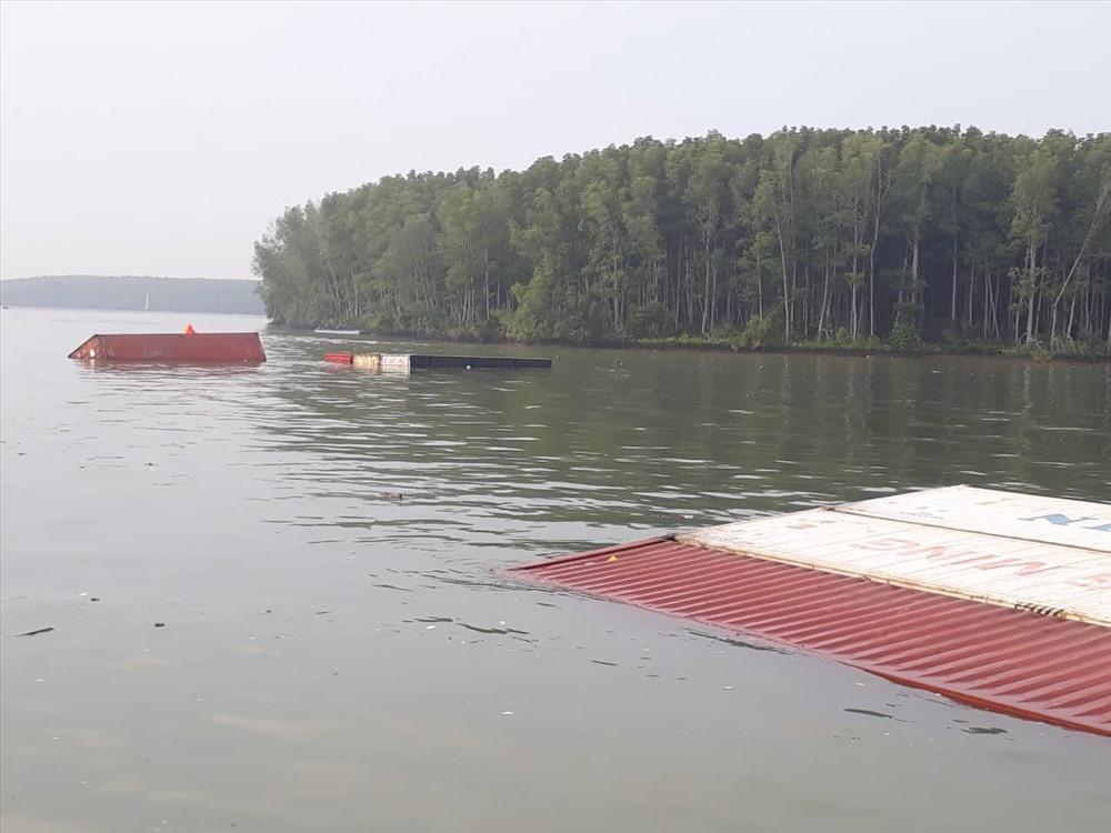 Vụ chìm tàu ở Cần Giờ: 60m3 dầu đã được đưa ra khỏi tàu - Ảnh 1