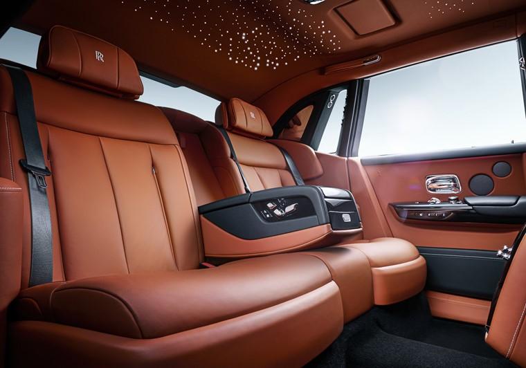 Bảng giá xe Rolls Royce mới nhất tháng 11/2019: Rolls Royce Cullinan hơn 41 tỷ đồng chỉ dành cho giới siêu giàu - Ảnh 1