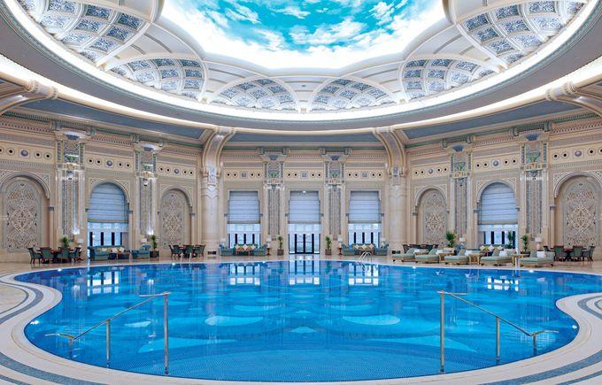Cận cảnh khách sạn dát vàng từng giam giữ 200 hoàng tử, tỷ phú, có thể mang theo người giúp việc nếu muốn - Ảnh 3