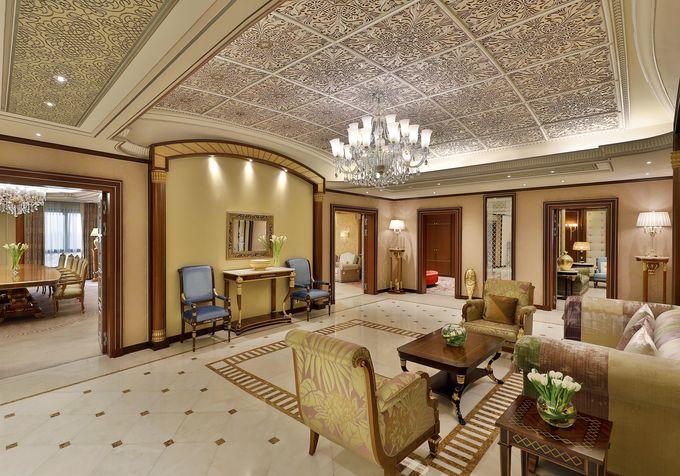 Cận cảnh khách sạn dát vàng từng giam giữ 200 hoàng tử, tỷ phú, có thể mang theo người giúp việc nếu muốn - Ảnh 5