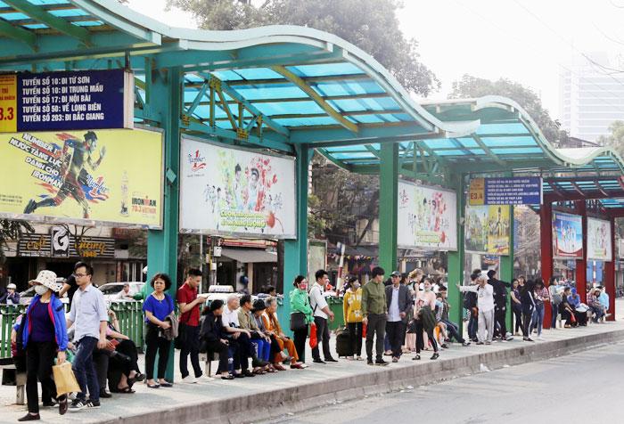 Hà Nội chấp thuận chủ trương đầu tư mới 600 nhà chờ xe buýt tiêu chuẩn châu Âu - Ảnh 1