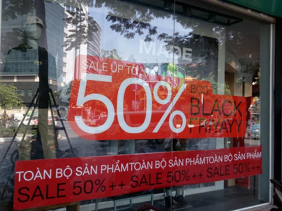 """Trưng biển giảm giá """"sốc"""" tới 70-80%, nhiều cửa hàng vẫn vắng như Chùa Bà Đanh trong ngày Black Friday - Ảnh 3"""