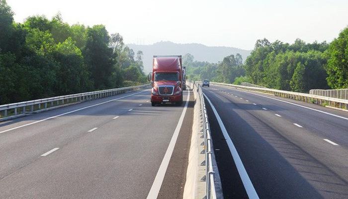 Cao tốc Đà Nẵng - Quảng Ngãi lại sụt lún đường dẫn - Ảnh 1
