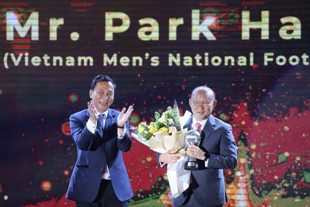 """Thầy Park và """"trò cưng"""" Quang Hải được vinh danh ở """"AFF Awards 2019"""" - Ảnh 1"""