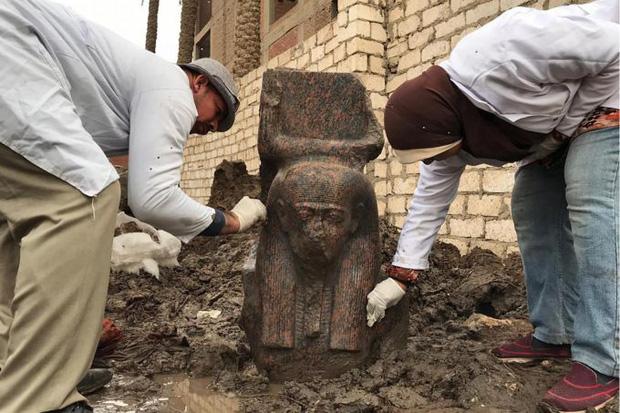 Ai Cập phát hiện tượng bán thân cực hiếm của Pharaoh Ramesses II - Ảnh 1