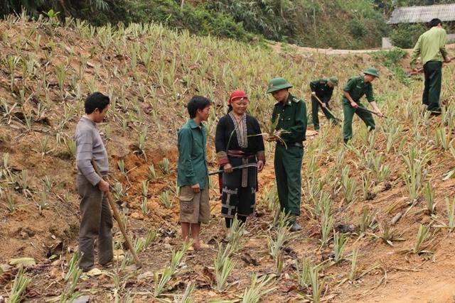 Cán bộ, chiến sĩ biên phòng hết lòng giúp đỡ bà con vùng cao Lào Cai - Ảnh 1