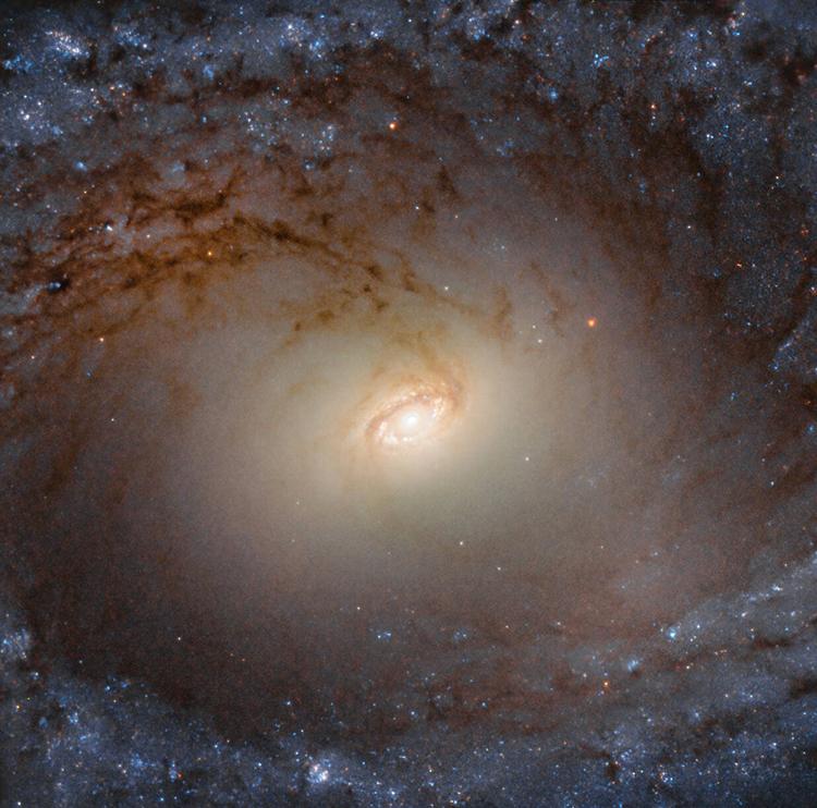 Công bố hình ảnh cận cảnh của thiên hà cách xa 85 triệu năm ánh sáng - Ảnh 1