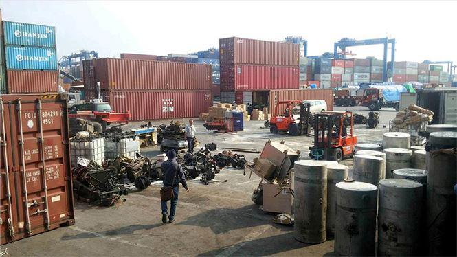 Đề xuất thanh lý hàng nghìn container phế liệu vô chủ tại cảng biển - Ảnh 1