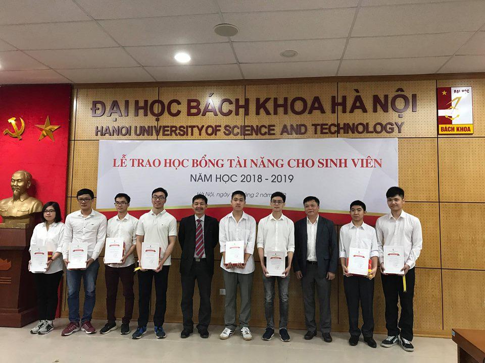Đại học Bách khoa Hà Nội trao học bổng cho học sinh xuất sắc - Ảnh 1
