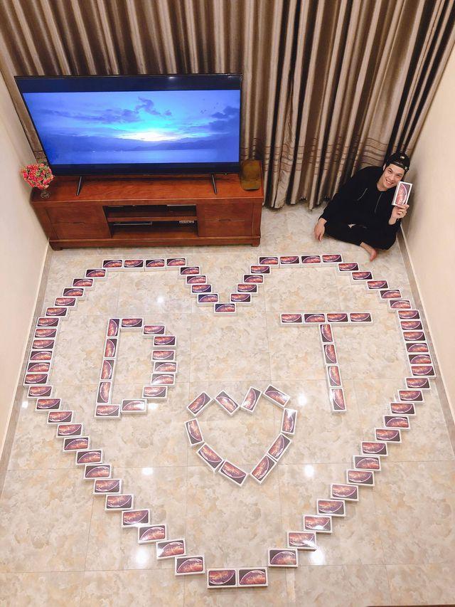 """Thanh niên mua 99 hộp socola """"iPhone XS Max"""" làm quà siêu """"độc"""" tặng người yêu nhân ngày 8/3 - Ảnh 1"""