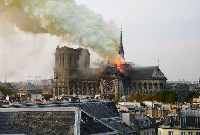 Apple cam kết đóng góp trùng tu Nhà thờ Đức Bà Paris sau vụ hỏa hoạn lịch sử - Ảnh 1