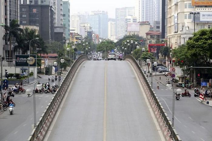 Phố phường Hà Nội lãng mạn ngày nghỉ lễ, người dân thư thái dạo chơi - Ảnh 6